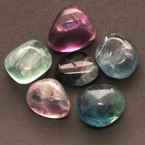 Regenboog fluoriet trommelsteen