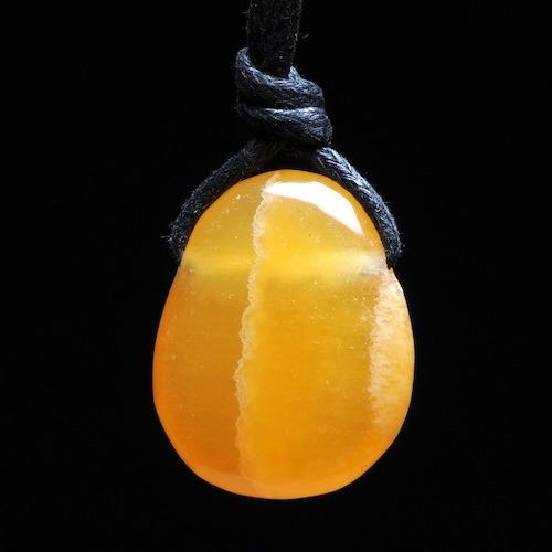 Oranje calciet hanger doorboord