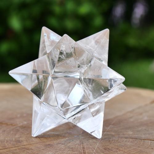 Dodecaeder bergkristal met een punt tot puntafstand van 73mm