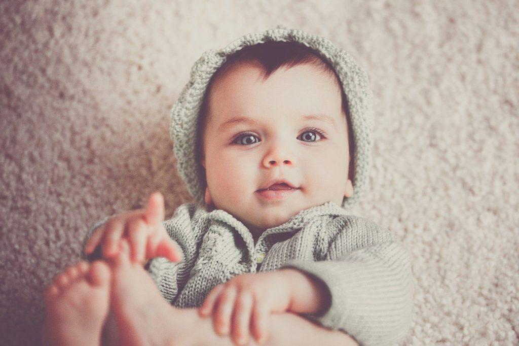 Welke edelstenen passen goed bij pasgeboren baby's